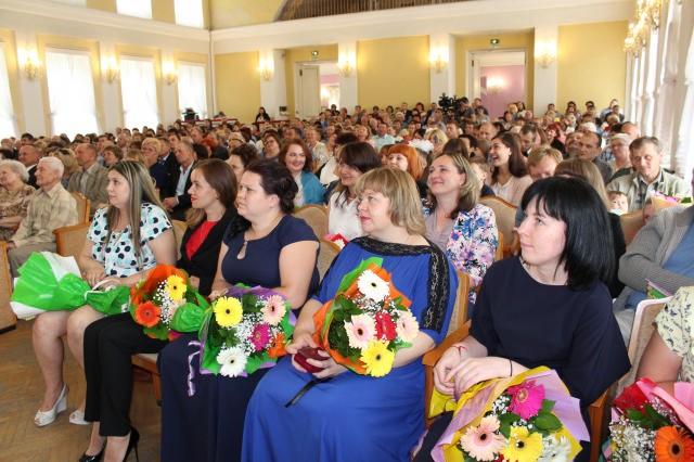 закрашивают фото день семьи смоленск сегодня